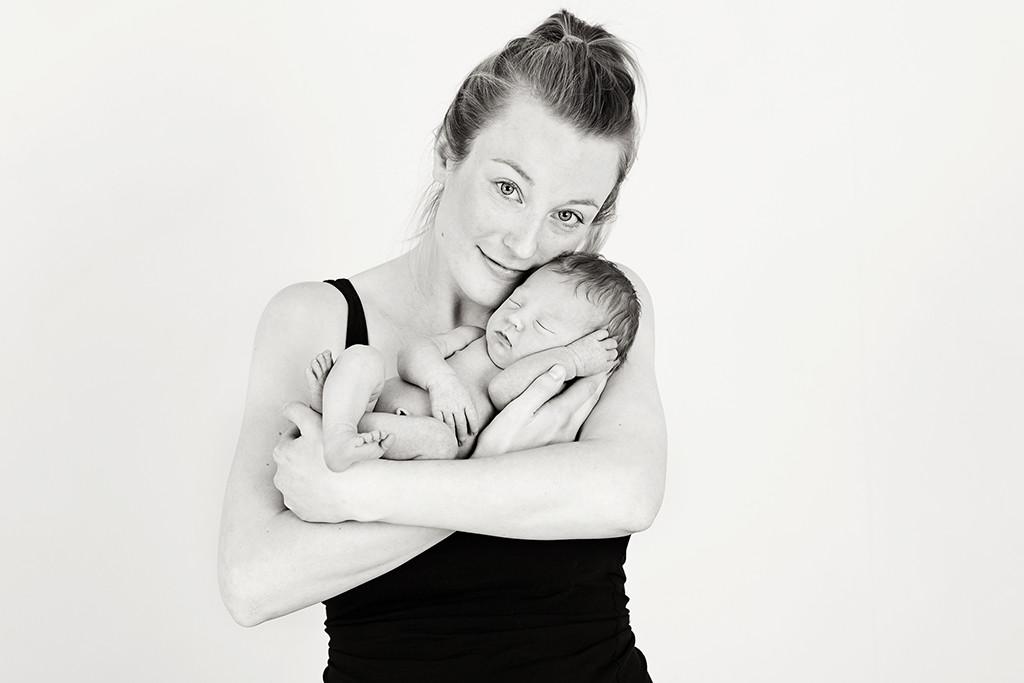 nyföddfotografering emmelifoto joline mamma