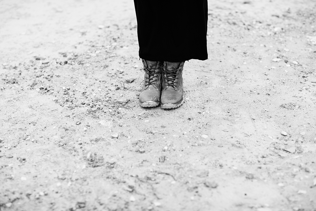 emmelifoto gravidfotografering fotograf motala vadstena linköping gravid päls fjädrar