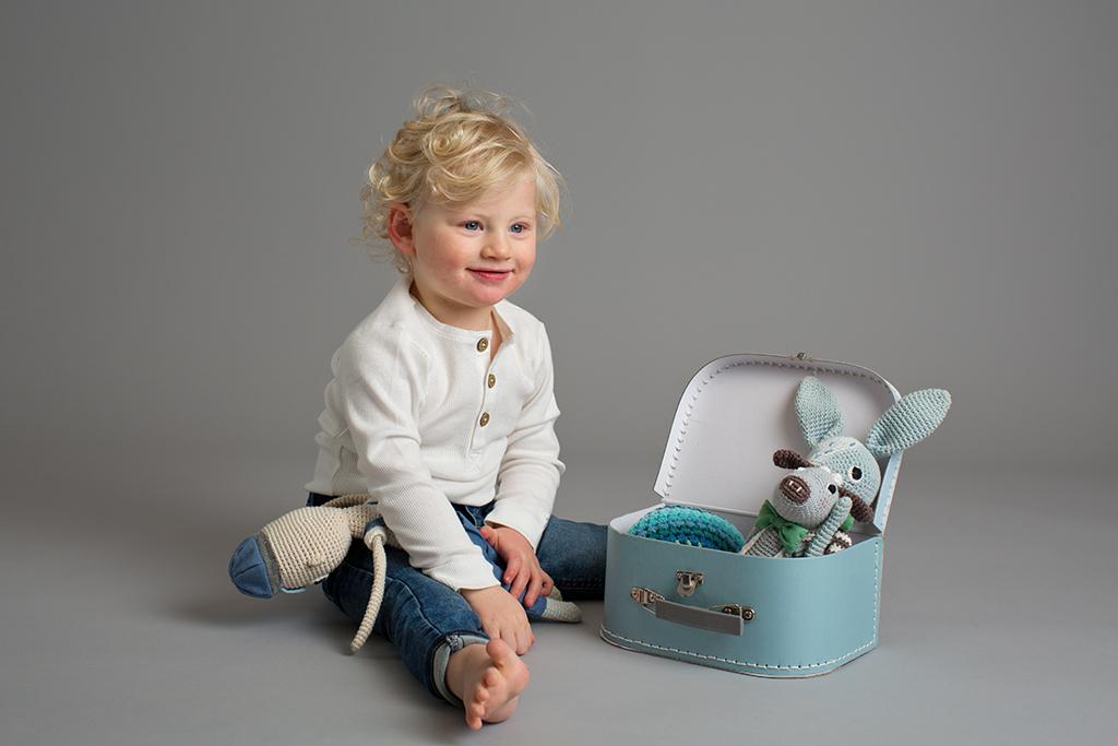 barnfotografering i studion med nya bakgrunden fotograf emmelifoto