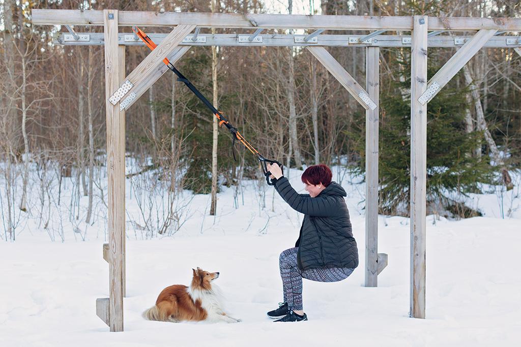 Emmelifoto Emmeli Orrefjord Lycka gå ner i vikt bli sundare bli en starkare och gladare mamma Foto Madeleine Ihlmrud styrketräna med hund