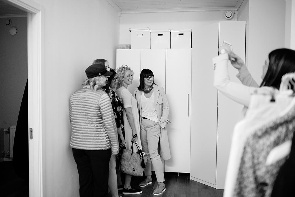 Emmelifoto tjejkväll hårdesign i vadstena mingelfotograf östergötland Tjejkväll på Hårdesign i Vadstena